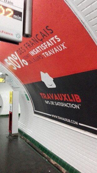 Travauxlib présent sur les murs du métro parisien